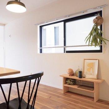 2面採光で換気もできます。※家具はサンプルです