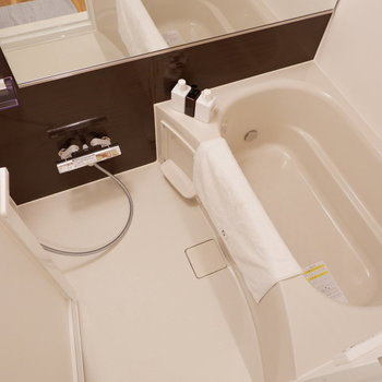 浴室は機能面充実しています。※写真は2階同間取り別部屋のもの・家具はサンプルです