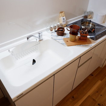 シンクもゆったりとした使い勝手の良いキッチン。※写真は2階同間取り別部屋のもの・家具はサンプルです
