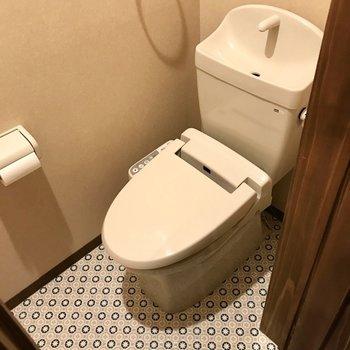 トイレもウォシュレット付き。暮らしやすさも抜かりないですね(※写真は同間取り別部屋のものです)