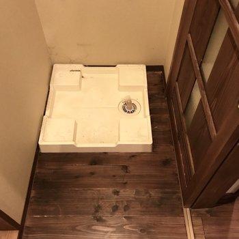 洗濯機はなんとなく布で隠したい(※写真は同間取り別部屋のものです)