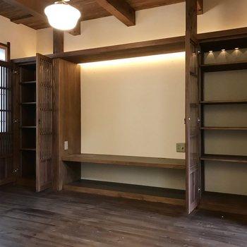 小説やコレクション、はたまた陶器を並べたり!(※写真は同間取り別部屋のものです)