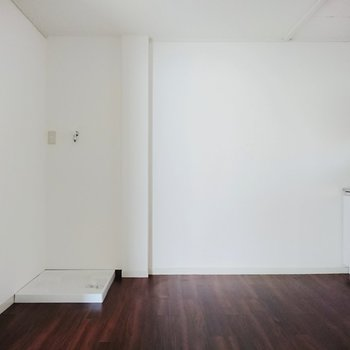 【DK】洗濯機置き場はダイニングにあるんですね。