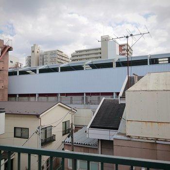 お部屋は駅のすぐ側ですよ。