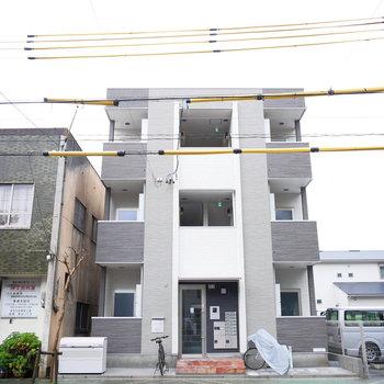 中村公園の向かいに建つ新築アパート