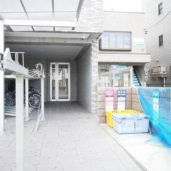 駐輪場と専用ゴミ置き場