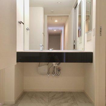 そして、洗面台はこちら。ここはホテルなのでしょうか?