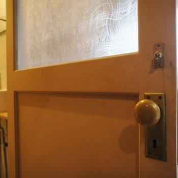 この扉。すごく好き。