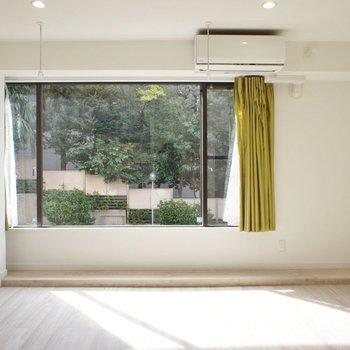 大きな窓、たくさん自然光をいれて。