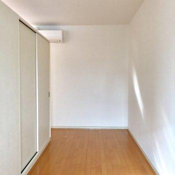 ここは比較的家具を置きやすそう。(※写真は8階同間取り別部屋のものです)