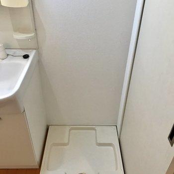 脱衣所に洗濯機置場。(※写真は8階同間取り別部屋のものです)