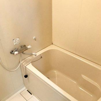 浴槽が広いからゆったり浸かれます。(※写真は8階同間取り別部屋のものです)