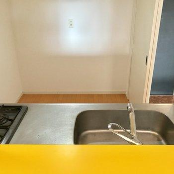 キッチンの奥に冷蔵庫や食器棚を置ける!(※写真は8階同間取り別部屋のものです)