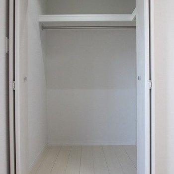 【洋室6.5帖】もういっちょ収納!※写真は1階の反転間取り別部屋のものです