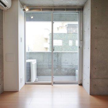 コンパクト、ベッドは置けそう ※写真は3階同間取り別部屋のものです