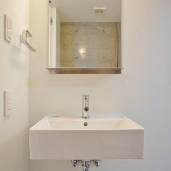 洗面台もコンパクトに ※写真は3階同間取り別部屋のものです