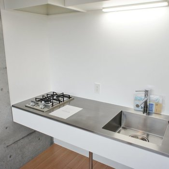 ステンレスのシンプルなデザイン ※写真は3階同間取り別部屋のものです