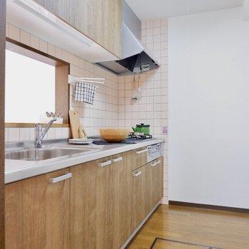 ゆったりとしたキッチンです。※家具はサンプルです