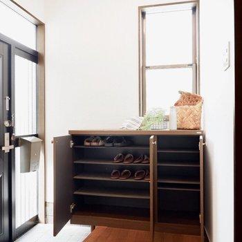 シューズボックスは家族の分となると他にも用意が必要かもしれません。※家具はサンプルです