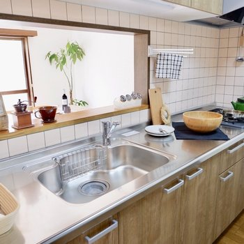 調理スペースも十分とられています。※家具はサンプルです
