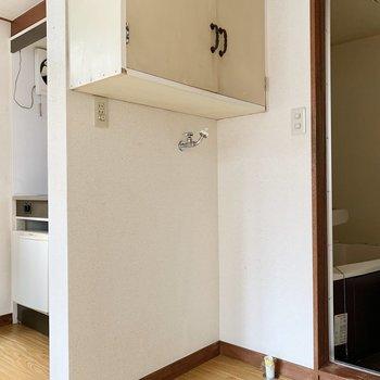 洗濯機はお部屋に入ってすぐのところに収まります。