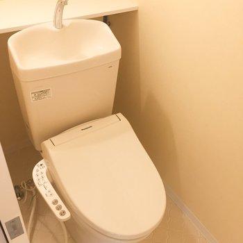 脱衣所右にトイレです。 ※写真は前回募集時のものです