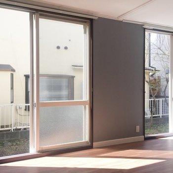 【LDK】窓からたっぷり光が入るのもいいですね。※写真は前回募集時のものです