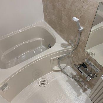お風呂も新品に。物干し竿も掛けられますよ。