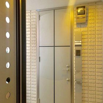 玄関ドア。2重ロックです。
