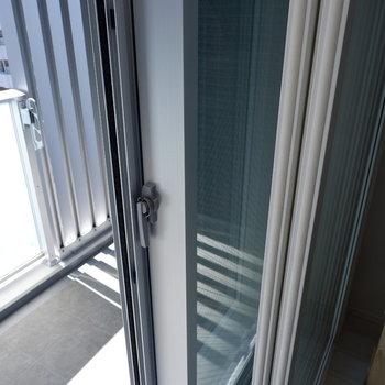 窓は二重に!このおかげで防音性が高く。※写真は5階の同間取り別部屋のものです