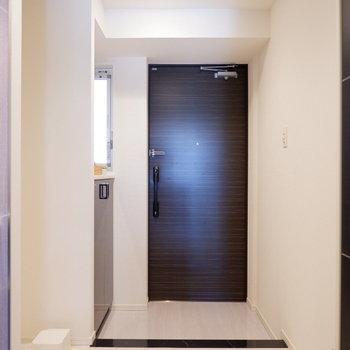 さいごに玄関の収納をチェック。※写真は5階の同間取り別部屋のものです