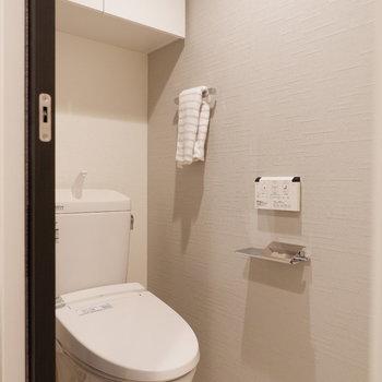右手にいけばトイレです。※写真は5階の同間取り別部屋のものです