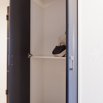 キッチン前にも収納ありです!※写真は5階の同間取り別部屋のものです
