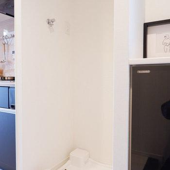 キッチンの隣に洗濯機を。※写真は5階の同間取り別部屋のものです