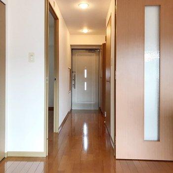 廊下側にも洋室があります。