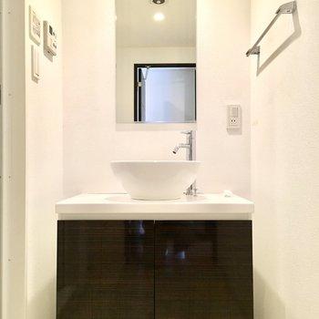 洗面台はどこか高級ホテルみたい。