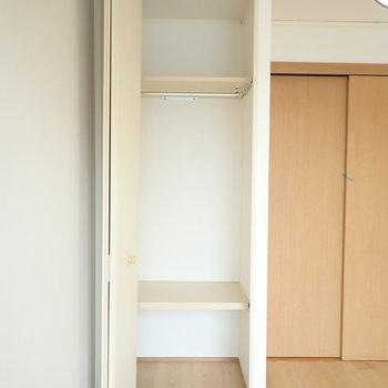 収納は飛び出るタイプ、家具が干渉しないよう注意。