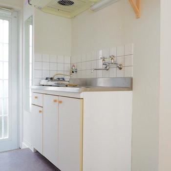 洗濯機置場はキッチンの横に※似た間取りの別部屋の写真です