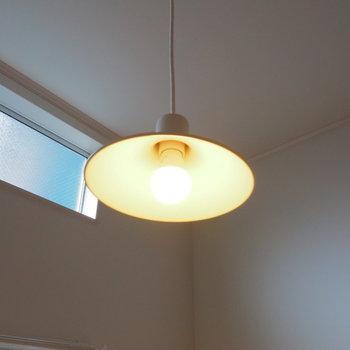 シンプルで美しいペンダントライト※似た間取りの別部屋の写真です