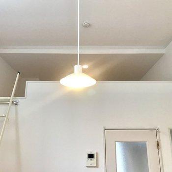 ロフトがあるので、天井が高い!(写真はクリーニング前の物です)