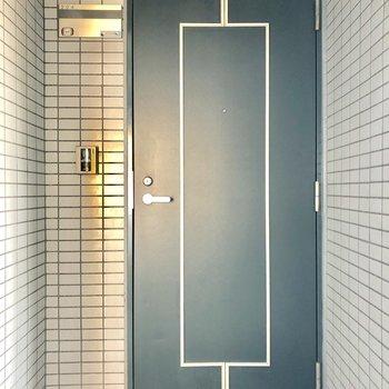 エレベーターの目の前のお部屋です。