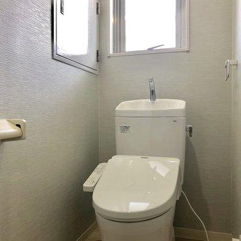 トイレは小窓があるのが嬉しい!換気できますね◎