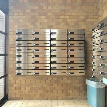 こちらはメールボックス。オートロックの外にあります。