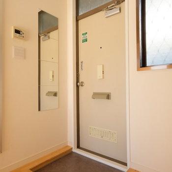 姿見がついた玄関、お出かけ前に鏡があるのは意外と便利!