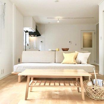 光に包まれた心地いいリビング♪ ※モデルルーム仕様で家具は付いてきません