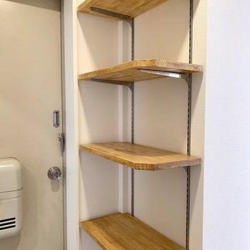 高さも自由に変えられる棚もついてます!