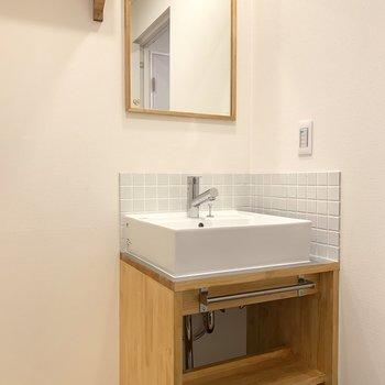 洗濯機は洗面台横へ!大工さん手作りの洗面台なのです!