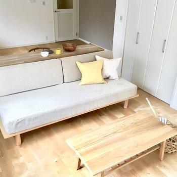 大きなソファーをおいたりなんて素敵ですね! ※モデルルーム仕様で家具は付いてきません