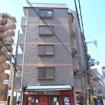 1階には飲食店が2件。うち1件はパンとコーヒーがおいしそうなお店でしたよ。
