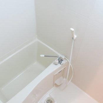 すっきりできそうな浴室!(※写真は4階の同間取り別部屋のものです)